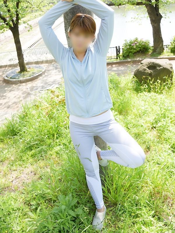 うみ|京橋 密着性感ストレッチ&イメヘル【KUNKA KUNKA  クンカクンカ京橋】〜 新感覚の健康×密着性感フィットネス風俗&イメヘル|エロさわやかなスポコスGALのフェロモン全開&密着レッスン!したたる汗とエッチな匂いで、ギンギンに膨らんだアナタを逆視姦しちゃいます♪〜ホテルヘルス&デリヘル(京橋 待ち合わせ) 店舗型風俗店 大阪